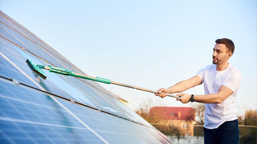 La manutenzione dei pannelli fotovoltaici